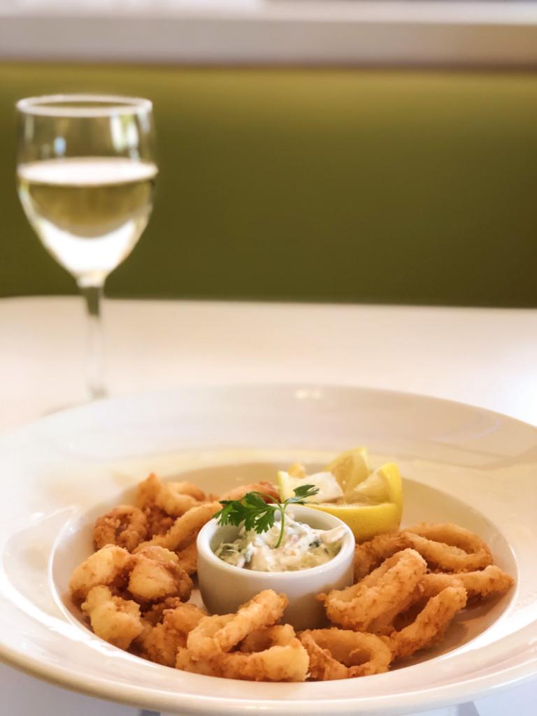 Calamars frais à la romaine frits